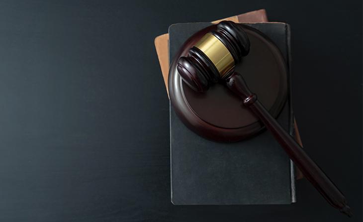Gericht entscheidet: Berufsbetreuerin handelte grob fahrlässig und sozialwidrig
